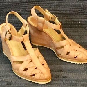 Frye Wedge Sandals (light pink, size 7.5)